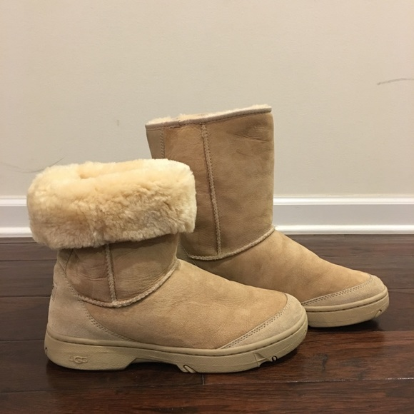 size 40 ea991 fdd94 AuthUGG Ultra Revival Genuine Shearling Short Boot